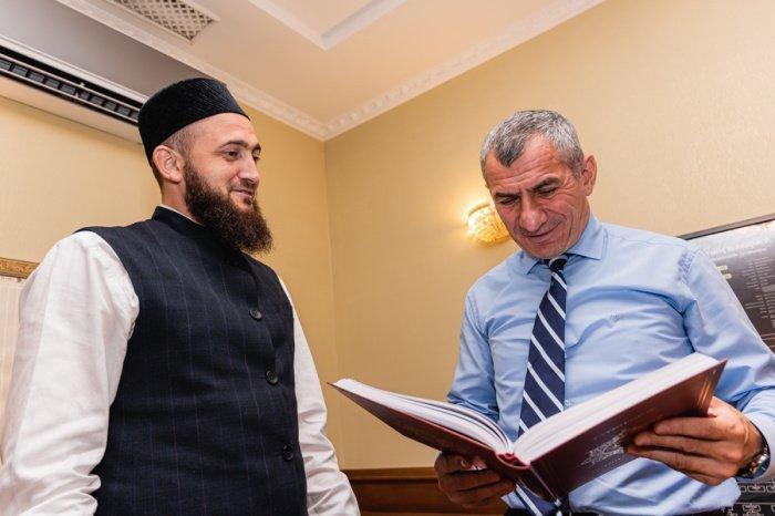 Камиль Самигуллин встретился с представителем главы Чечни в Татарстане.
