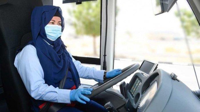 Водителями автобусов в Дубаев впервые стали женщины.