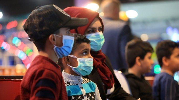 Минздрав Ирака сообщил о рекордном росте числа заразившихся коронавирусом.