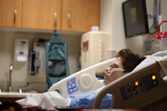 У людей в возрасте старше 80 лет риск смерти от COVID-19 в 20 раз выше, чем у людей в 50-59 лет