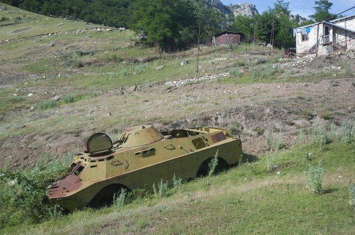 Между Баку и Ереваном существует конфликт вокруг статуса Нагорного Карабаха. В феврале 1988 года он объявил о выходе из состава Азербайджанской СССР