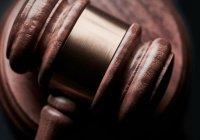 В Алжире суд приговорил 2 бывших премьеров к 10 годам тюрьмы