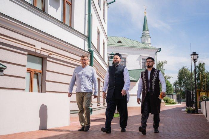 Муфтии обсудили вопросы развития ислама в Татарстане и Башкортостане, обменялись мнениями об итогах Рамадана и деятельности муфтиятов в условиях пандемии коронавируса