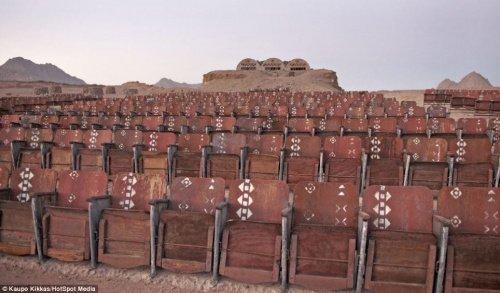 Единственный в мире кинотеатр посреди пустыни, который уже никто не увидит (ФОТО)