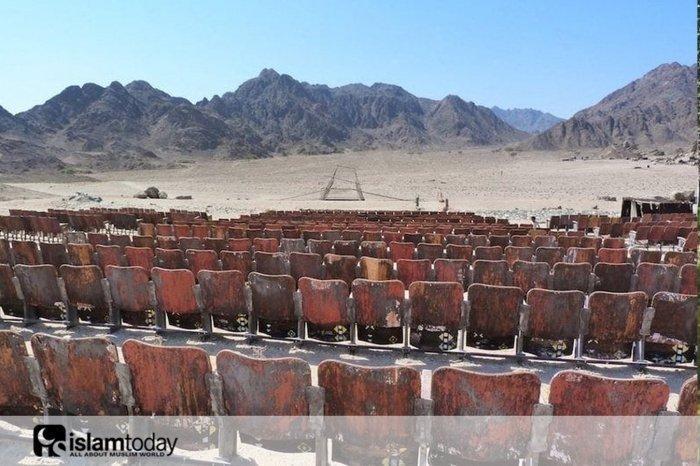 Кинотеатр посреди пустыни