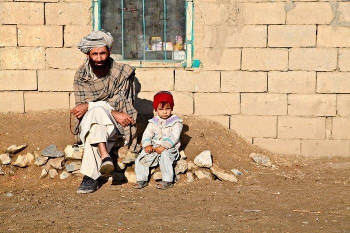 Талибы вывели отца семейства из жилища и убили его. Мать девочки, пытавшаяся защитить супруга, также была убита боевиками