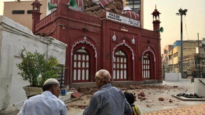 Мечеть из красного песчаника, возведенная в 1823 году, является одним из знаковых объектов исторического города Старого Дели