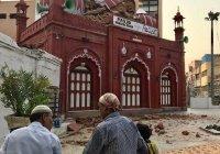 Проливные дожди разрушили 200-летнюю мечеть в Индии
