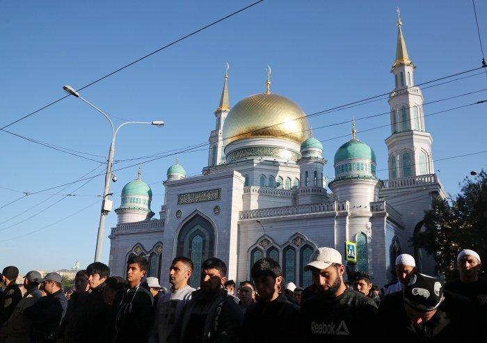 Всем мусульманам Москвы рекомендуется послушать праздничную проповедь в онлайн-режиме в кругу семьи (Фото: Михаил Терещенко/ТАСС)