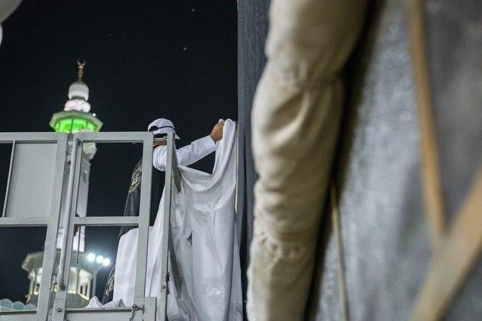 Ежегодная церемония поднятия кисвы в Мечете Аль-Харам
