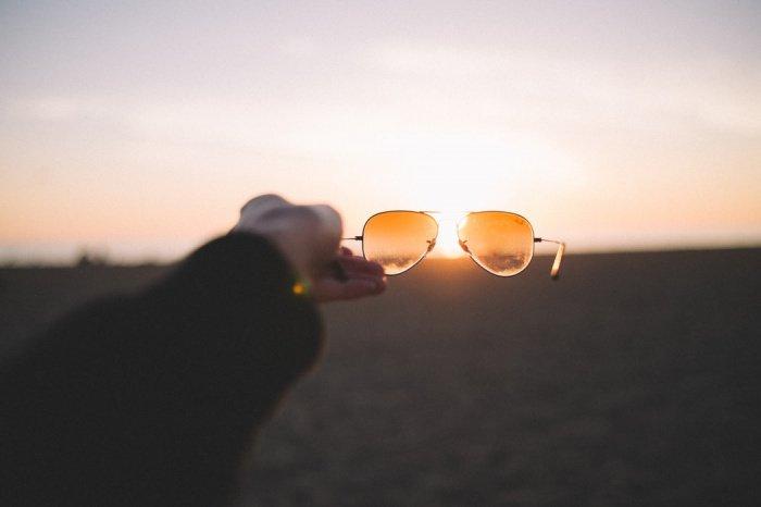 Лучшая защита — это дозировать свое пребывание на солнце, минут 10-15 и уходить в тень