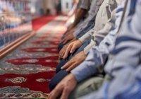 Верующих Туркменистана призвали отметить Курбан-байрам дома из-за «опасной пыли»