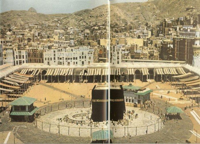 Кааба и район Матаф. Многих многоэтажек тогда еще не было.