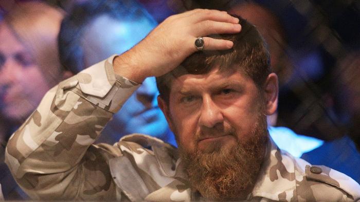 Кадыров усилил контроль над соблюдением ограничительных мер по коронавирусу.