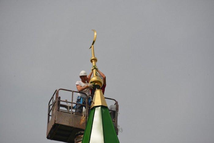 На старейшей мечети РТ установили полумесяц.