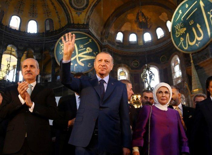 Указ о придании музею Святой Софии в Стамбуле статуса мечети Эрдоган подписал 10 июля.