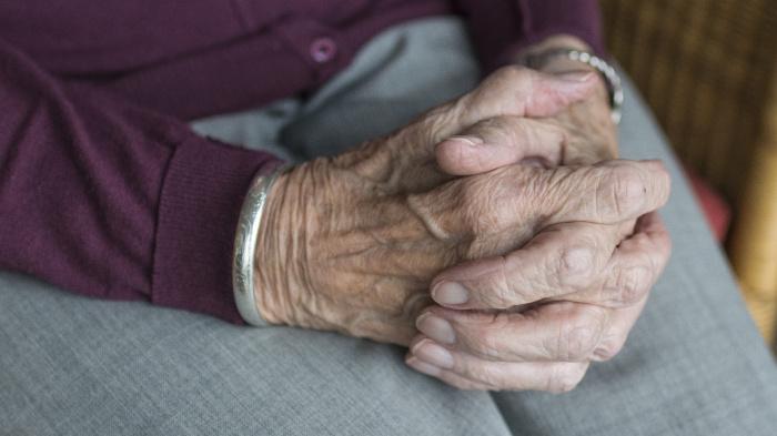 От коронавируса вылечился 101-летний житель Киргизии.