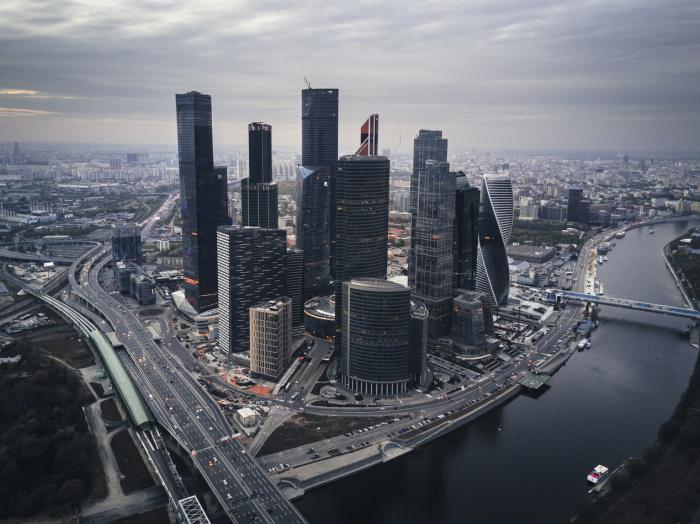 По словам градоначальника, москвичам не стоит забывать о защитных мерах
