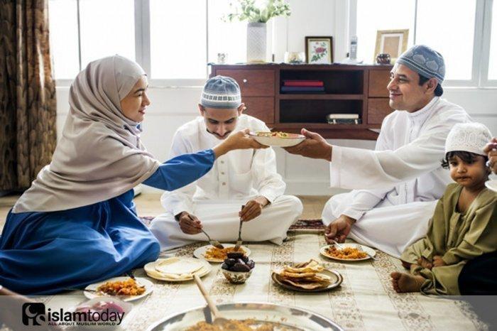 12 правил, которые должны соблюдать мусульмане за столом