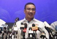 Главу МИД Малайзии оштрафовали за курение в парламенте