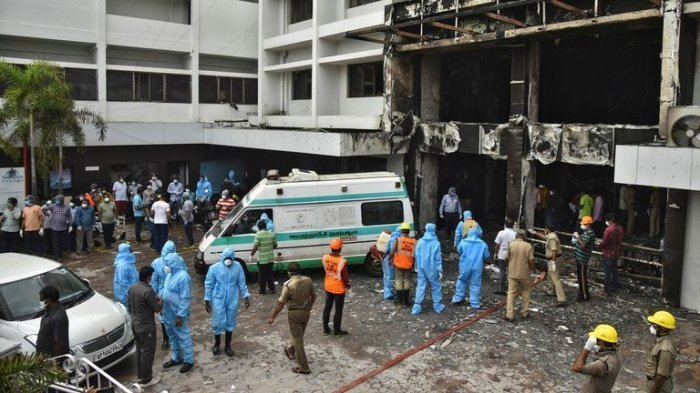 Больницы Ливана переполнены пострадавшими в результате взрыва в бейрутском порту.