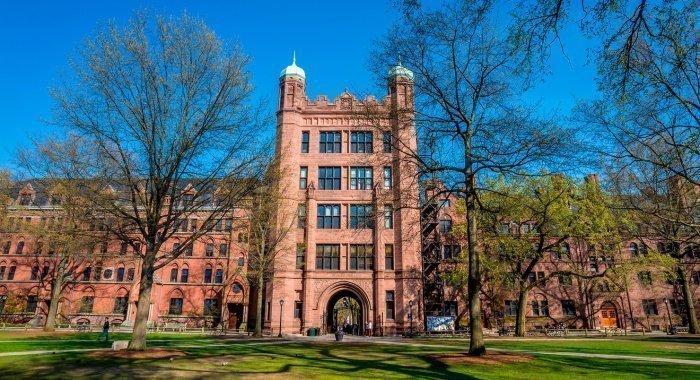 Йельский университет уличили в расизме при отборе студентов.