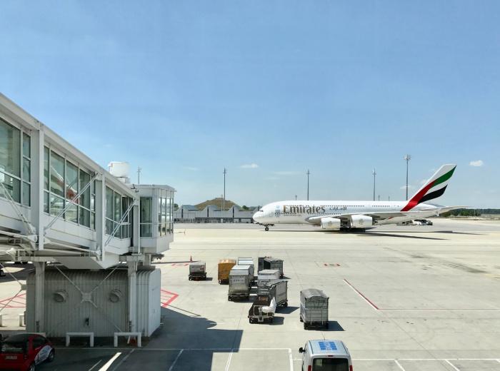 Emirates также поддержала усилия по оказанию помощи после катастрофы в Ливане, выполнив несколько чартерных рейсов и доставив одежду, продукты питания и предметы медназначения,