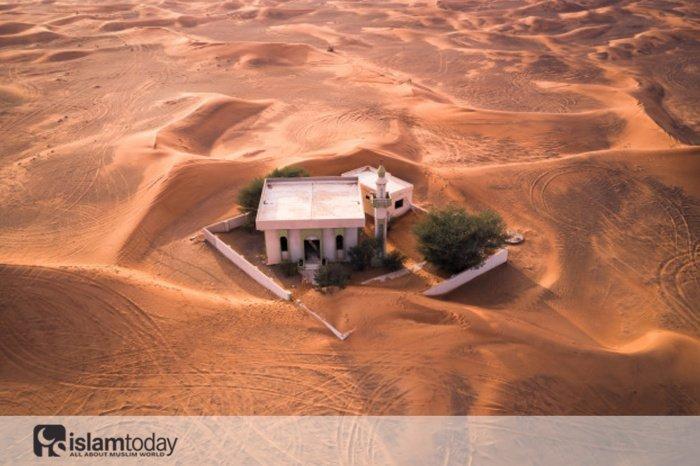Мусульманские места, от которых осталась лишь одна земля. (Источник фото: freepik.com)