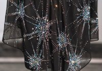 Названа цена наиболее дорогого хиджаба, инкрустированного кристаллами