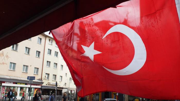 Среди новых потенциальных мер в отношении Анкары, в частности, рассматривается возможность запрета входов в свои порты для турецких судов, которые заняты в нелегальной буровой активности