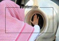 Можно ли мусульманам целовать Черный камень Каабы?