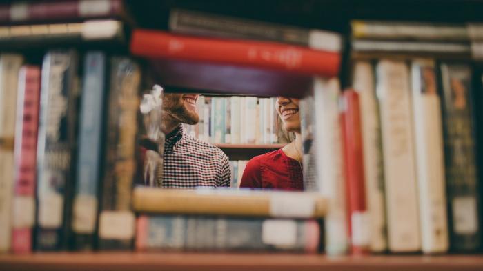 В пояснительной записке подчеркивается, что запрет на фотографирование нужен «в связи с развитием современных технологий и с целью защиты прав продавцов книг и иных непериодических печатных изданий»