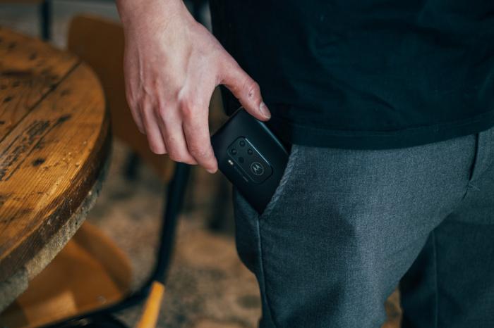 Человеку следует по возможности сокращать время контакта тела с мобильным телефоном