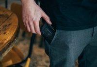Установлено, почему нельзя носить смартфон в кармане