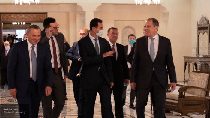 Башар Асад с российской делегацией.