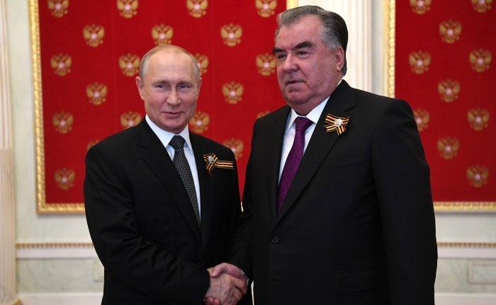 """Путин подчеркнул, что Таджикистан добился """"значительных успехов в экономической и социальной сферах и играет конструктивную роль в региональных и международных делах"""" (Фото: kremlin.ru)"""