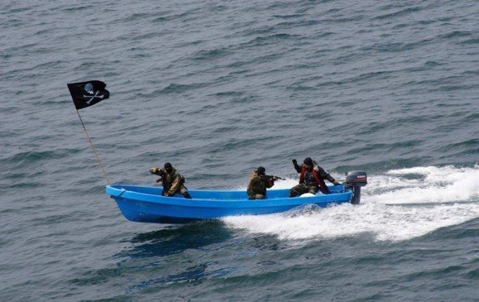 Пираты похитили двух россиян в Нигерии.