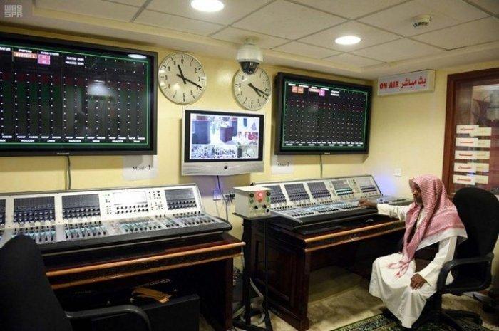 Как устроена работа муэдзинов главной мечети ислама (ФОТО)