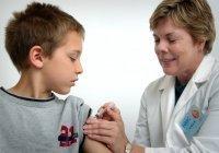 Перечислены болезни, несовместимые с прививкой от COVID-19