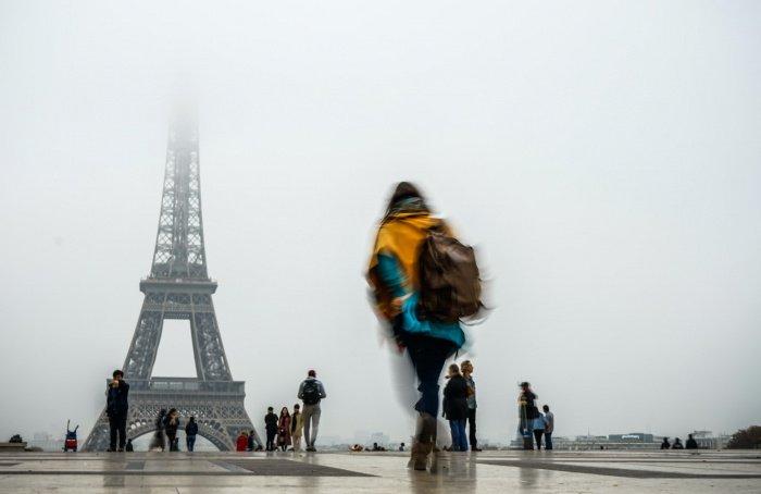 """""""Негативным"""" лидером с громадным отрывом стала Эйфелева башня в столице Франции"""