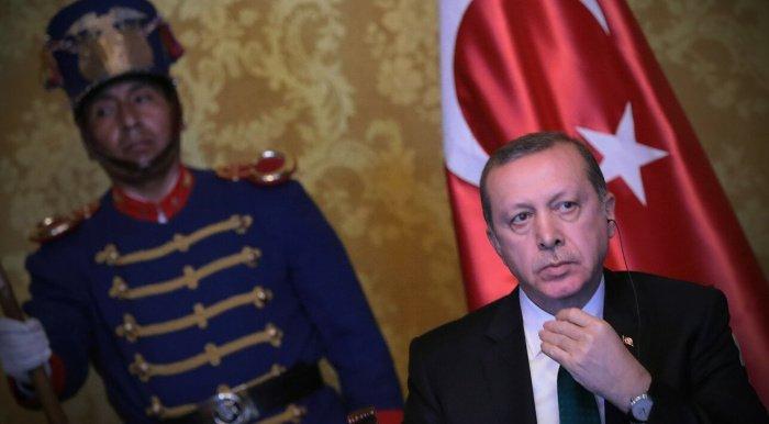 Турецкие СМИ назвали число осужденных за оскорбление президента.