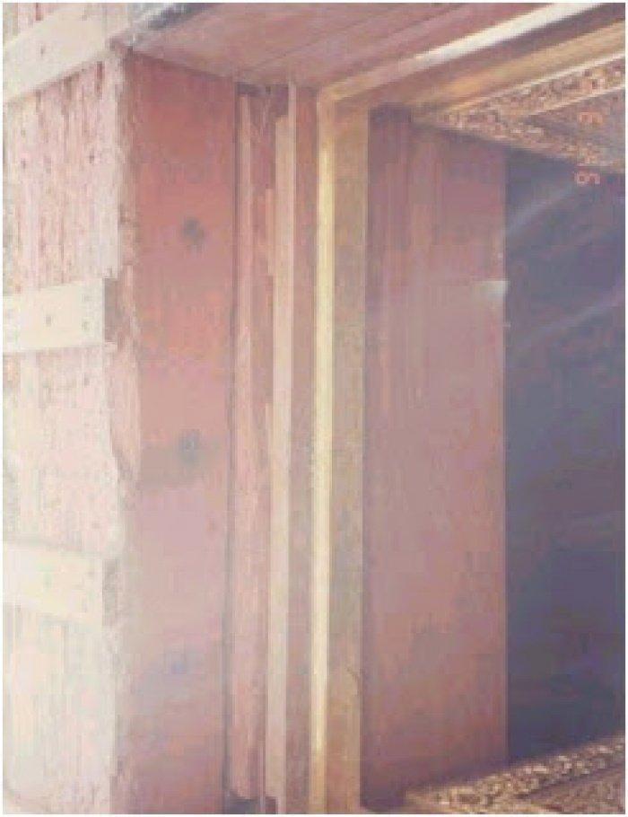 Редкое фото: что находится за этой золотой дверью внутри Каабы?