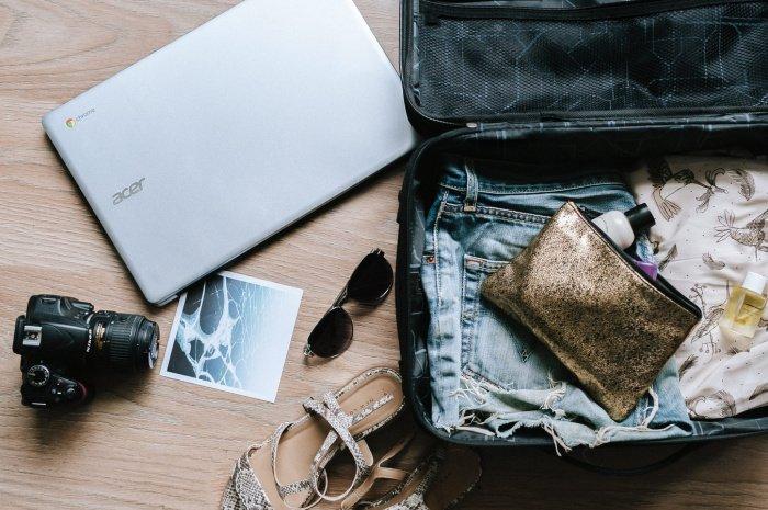По словам специалиста, не надо пренебрежительно относиться к биркам для контактных данных на чемоданах