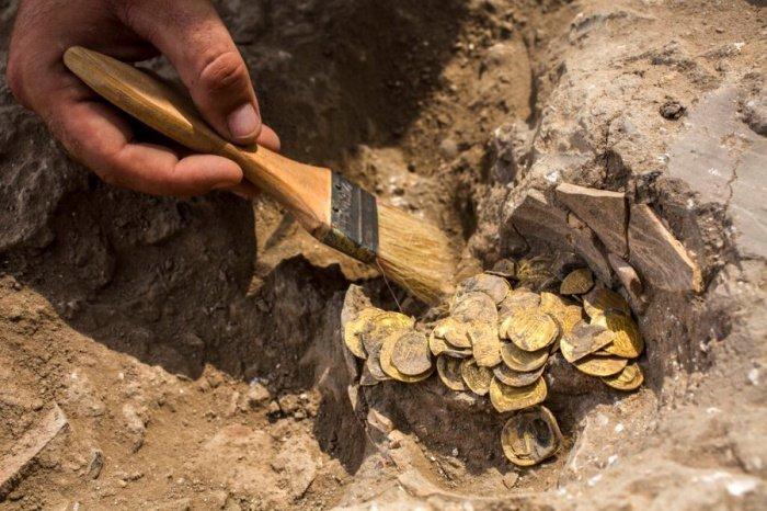 Монеты с 1000-летней историей: в Израиле нашли тайник времен Аббасидского халифата (ФОТО)