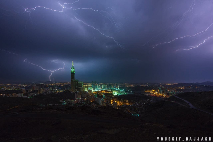 10 фото жутких молний, ударивших по Запретной мечети (+ ВИДЕО)
