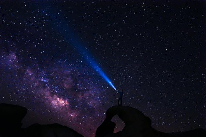 По словам ученых, A2384 удалено от Земли на расстояние 1,2 млрд. световых лет