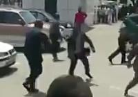Президент Гвинеи публично избил министра труда за недоработки