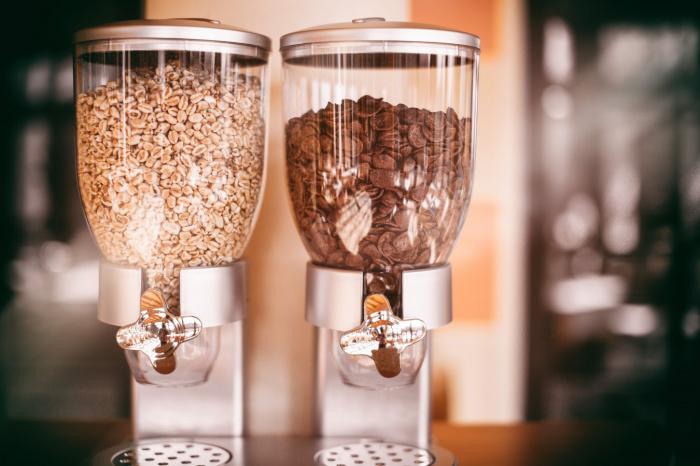Хлопья для завтрака и злаковые батончики продают как продукты из цельного зерна, но в действительности они не содержат клетчатки