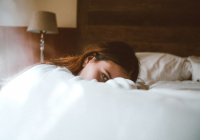 Названо лучшее время для здорового сна осенью
