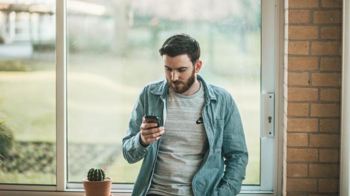 Задуматься о покупке нового смартфона стоит, когда начинают возникать какие-то проблемы с аккумулятором